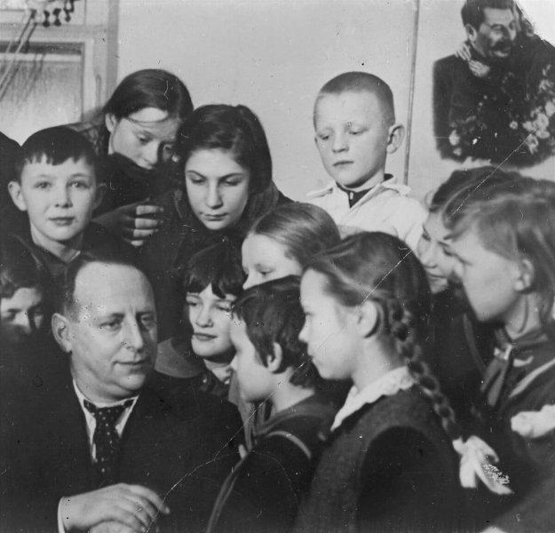 Е.Л. Шварц среди читателей районной детской библиотеки